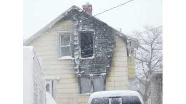 Fire damages Escanaba house